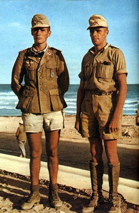 Два немецких офицера в районе Тобрука.