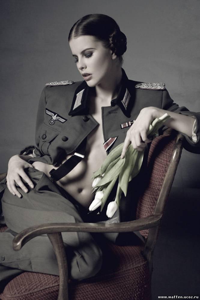Просмотр фотосета девушка в униформе фото 545-661